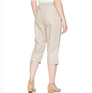 White Stag Tan Stretchy High Waisted Capris 18